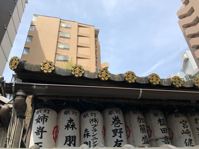 御金神社の鏡瓦