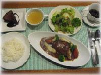 新大久保サロンの食事の一例