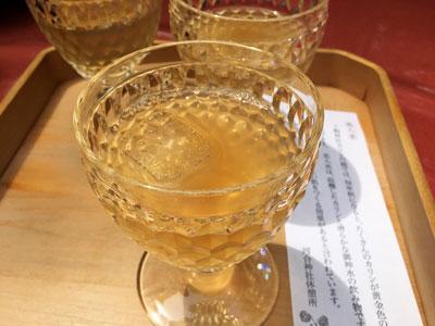 河合神社のカリン美人水